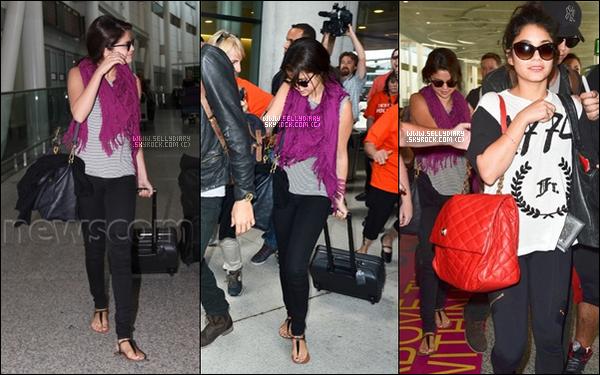 . . 06.09.12 :  Selena a été vue arrivant à l'aéroport avec Vanessa et Austin à Toronto.  . .