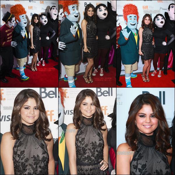 . . 08.09.12 : Selena était présente à l'avant première du dessin animé intitulé « Hotel Transilvania » à Toronto.  . .