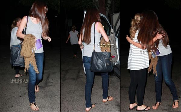 . . 18.09.12 : Selena a été vue quittant le salon « Nine Zero One » à Los Angeles.  . .