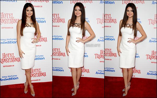 . .  22.09.12 : Selena a été présente à l'avant-première du dessin annimé « Hôtel Transylvanie » à Los Angeles.  . .