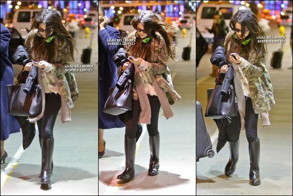 06.01.13 :  Selena a été vue arrivant à l'aéroport de LAX à Los Angeles.