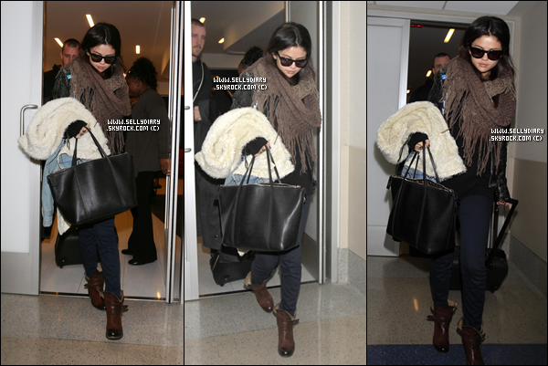 17.01.13 :  Selena a été aperçue à l'aéroport de LAX , afin de prendre un vol en direction de New York à Los Angeles .