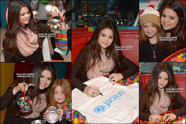 18.01.13 :  Selena a s'est rendue au « Candy Bar Dylan »  pour un désert party réaliser par l'UNICEF à New York.