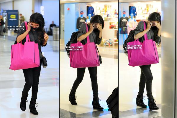 11.03.13 :  Selena , Vanessa , Rachel et Korine ont donnés une revue presse pour  « Spring Breakers » à Los Angeles.