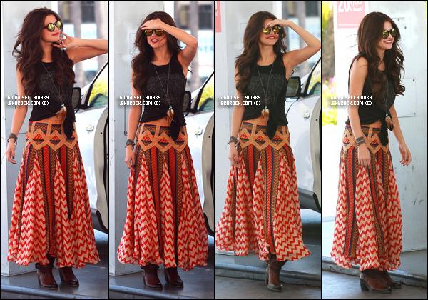 18.06.13 :  Selena a été vue à la station d'essence avant de se rendre chez le coiffeur à Los Angeles.