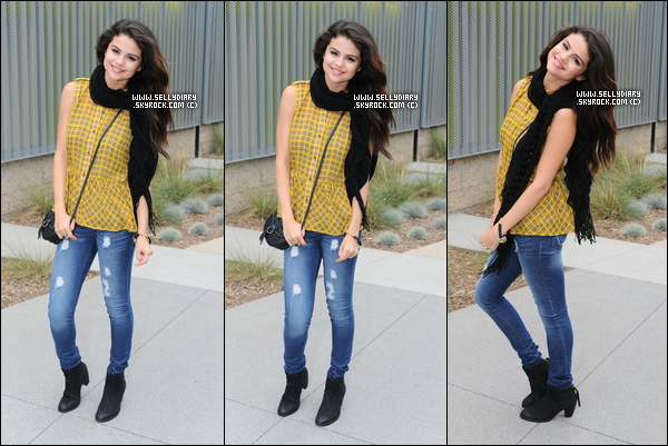 Découvrez le Behind the Scenes du photoshoot de Selena pour sa collection de vêtement « Dream Out Loud ».