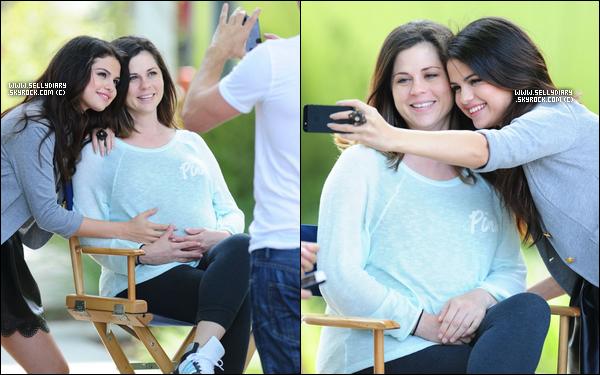Découvrez le Behind the Scenes du photoshoot de Selena pour sa collection de vêtement « Dream Out Loud ».
