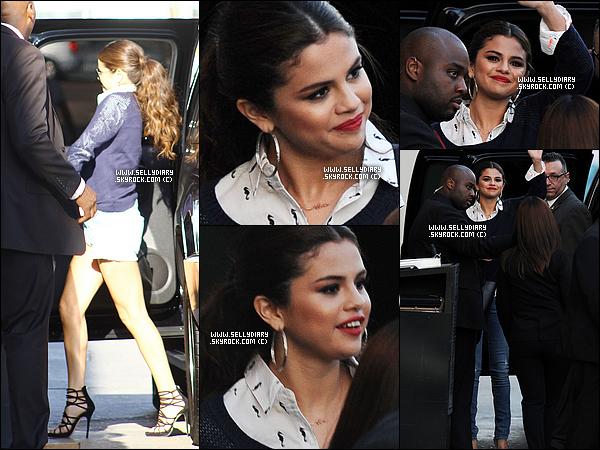 01.08.13 :  Selena a été aperçue devant les studios de l'émission « Jimmy Kimmel » dans les rues de Los Angeles.