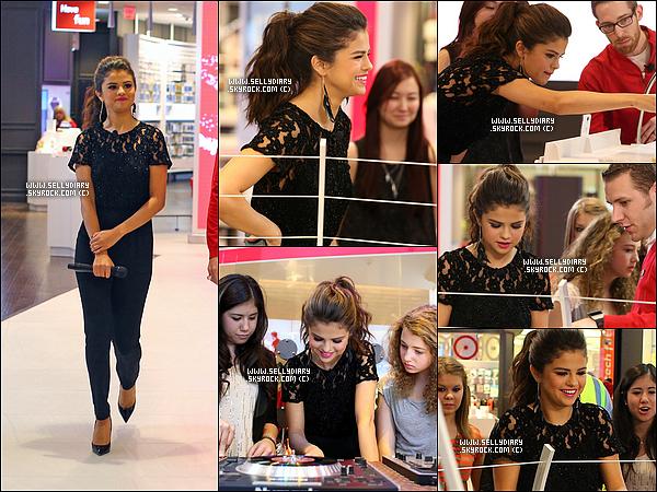 20.11.13 : Selena a été invité à l'ouverture d'une boutique électronique «  Verizon Wireless » dans un grand centre commercial.