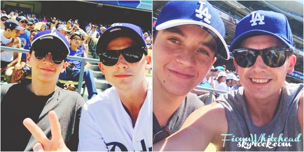Le 13 Août 2016, Fionn avec Aneurin au match des LA Dodgers game ! Pour information : Les photos proviennent du twitter d'Aneurin. Fionn est tellement magnifique je l'aime trop ! un TOP!