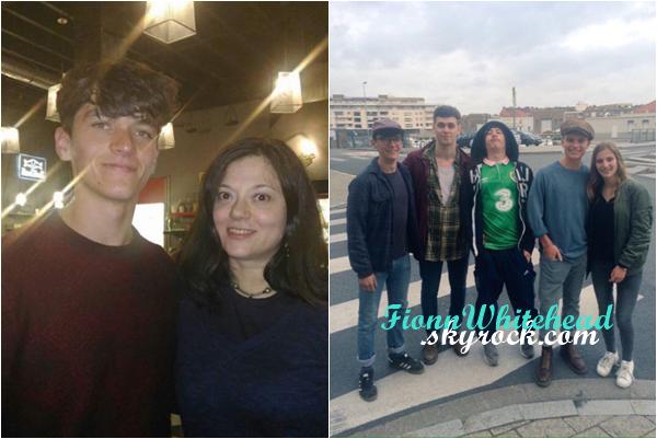 Le 16 et 17 Juin 2016, Fionn prenant la pause avec une fan et un groupe de personnes !