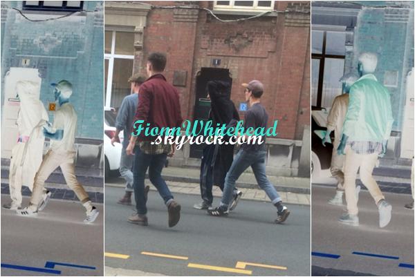 Le 19 Juin 2016, Fionn et toute la troupe ont été vu dans Dunkerque. Le quatrième candids il me semble pour mon Fionnboubou, j'aime sa tenue.UN gros gros top. Même pour les autres.