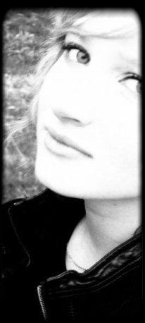 Des fois, je me demande si je ne devrais pas t'oublier . Puis je me rappelle tout ces moments et je ne peux m'y résigner . ♥