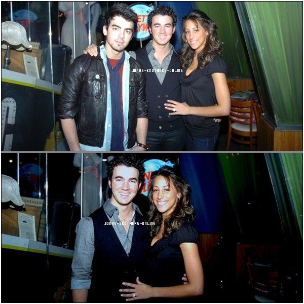 _ 09.01.2010   Joe, Kevin & Danielle sont passés au Planet Hollywood_de New York :