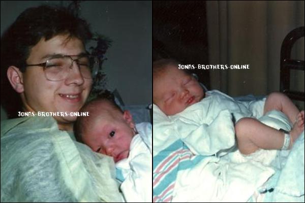 _ 05.11.2010 | Aujourd'hui, Paul Kevin Jonas II fête ses 23 ans! Qu'est-ce qu'on lui souhaite? :)