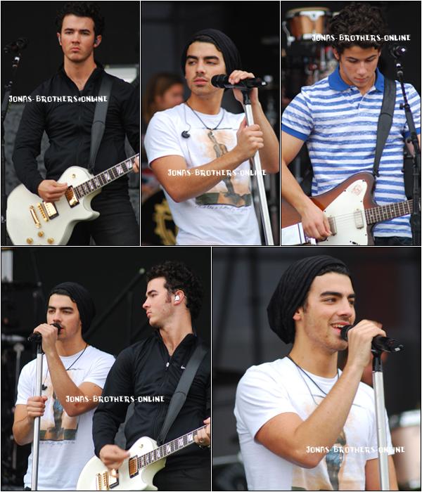 + 06.11.2010 | Kevin, Joe & Nick étaient  en soundcheck au stade de Caninde à São Paulo :