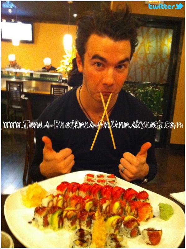 _ 14.01.2011 | @DanielleJonas - « C'est l'heure du dîner avec mon mari :) »