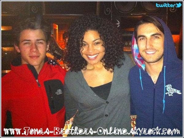 + 26.01.2011   Photos twitter de Nick et Joe en studio :