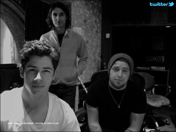 _ 03.03.2011   Photos Twitter de Nick & Joe :