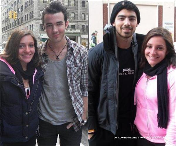 + 11.03.2011 | Kevin & Joe ont posé avec des fans dans New York : +
