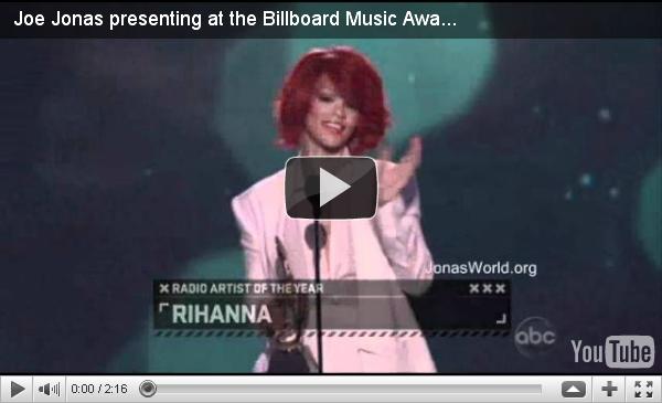 + 22.05.2011 | Joe était présent à la cérémonie des Billboard Music Awards quiavait lieu au MGM Grand Hotel de Las Vegas : +