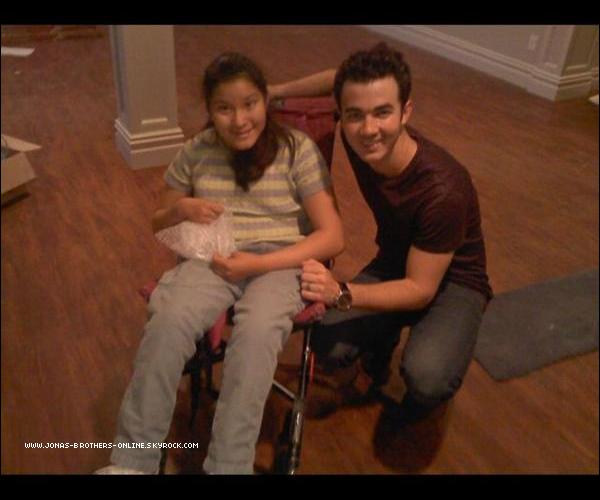 + 27.05.2011 | Une fan a rencontré Kevin dans sa maison en construction dans le New Jersey : +
