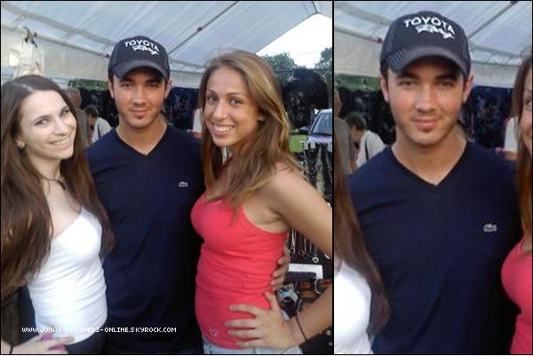 _ 25.06.2011   Kevin a été vu par des fans à une fête foraine dans le New Jersey :