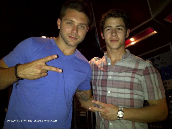 _ 28.06.2011   Nick était en studio avec Chris Richardson :