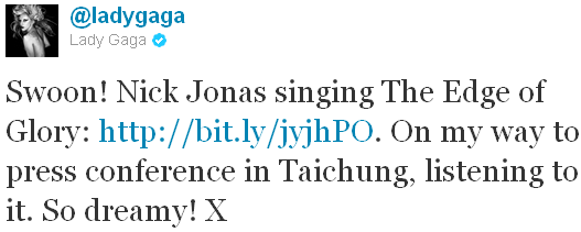 _ 02.07.2011 | Lady Gaga a adoré la reprise de Nick sur sa chanson The Edge Of Glory _: