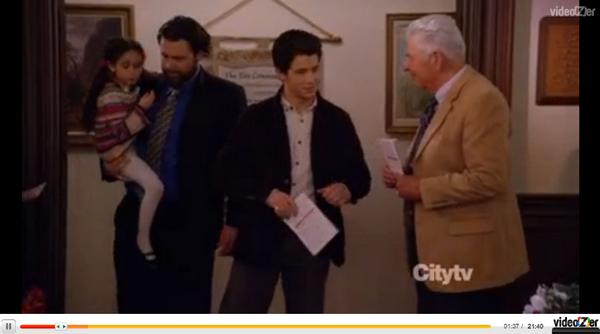 → 06.12.2011 | Nick a fait une apparition dans un épisode de la série Last Man Standing sur ABC :.
