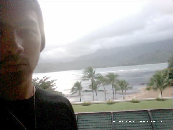 → 28.12.2011 | Joe a posté une nouvelle photo sur son compte twitter en direct d'Hawaï :.