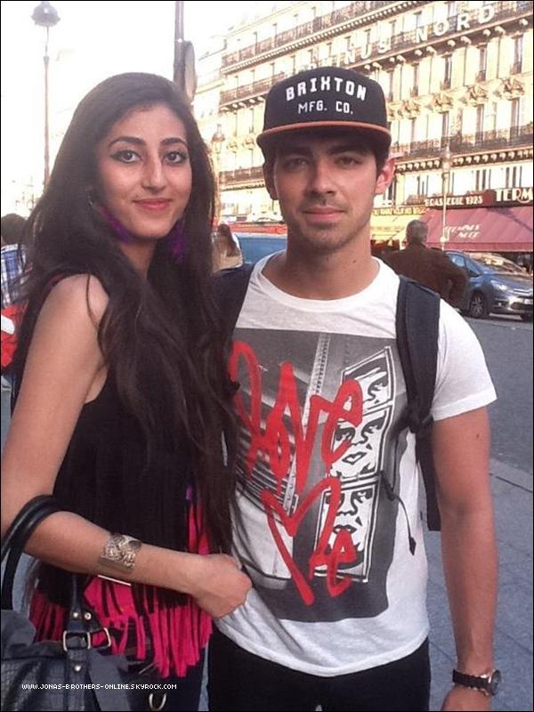 → 30.06.2012   Une fan a rencontré Joe à Paris près de la gare du Nord :