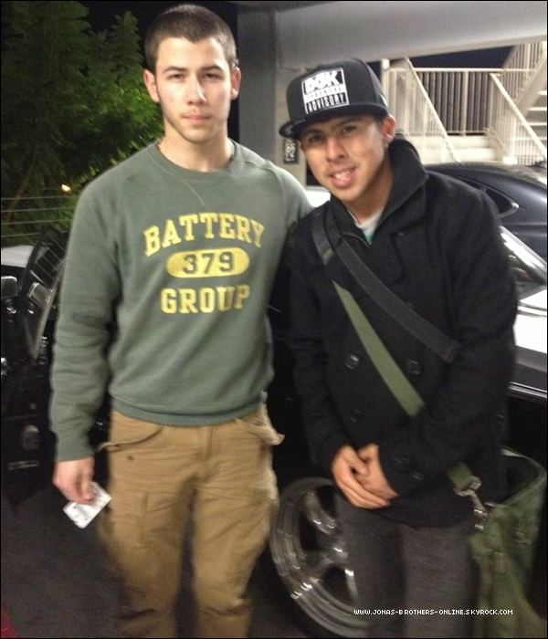 → 19.12.2012 | Un fan a rencontré Nick aux ArcLight Cinemas_de Los Angeles :