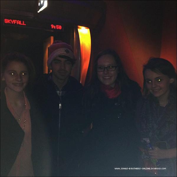 → 25.12.2012 | Joe (& la famille Jonas) sont allés voir Les Misérables_au Arkins Theater_de Southlake :.