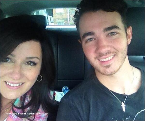 → 28.03.2013 | Kevin a passé la journée avec sa mère à Denville dans le New Jersey :