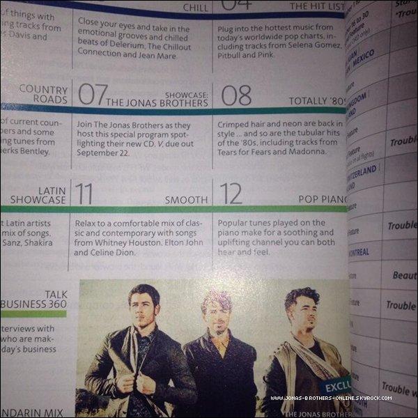 _ Selon le magazine d'American Airlines, V, le nouvel album des Jonas Brothers, est prévu pour le 22 septembre :_