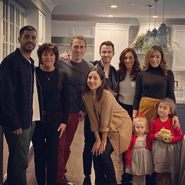 _ 25.12.2019 | Kevin a passé Noël avec la famille Deleasa :