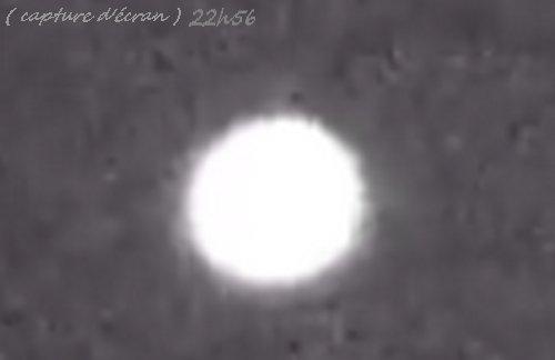 Lorient, vendredi 18 Avril 2014, 22h31 objets volants non identifiés, aucun bruit.