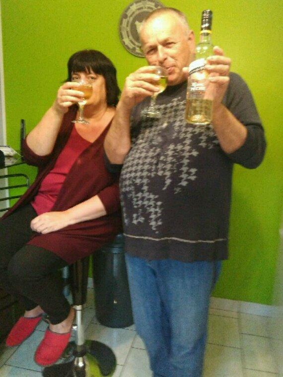 Joyeux anniversaire à Jean Yves  qui fête ses 57 ans  en compagnie de sa charmante femme  Nathalie