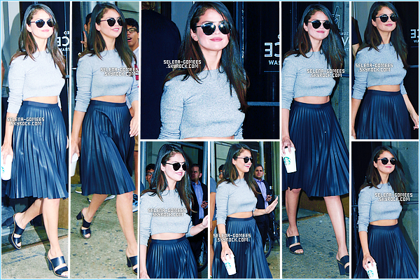 19/08/2015 : Selena Gomez a était photographiée quittant un Starbucks à Soho, New York.