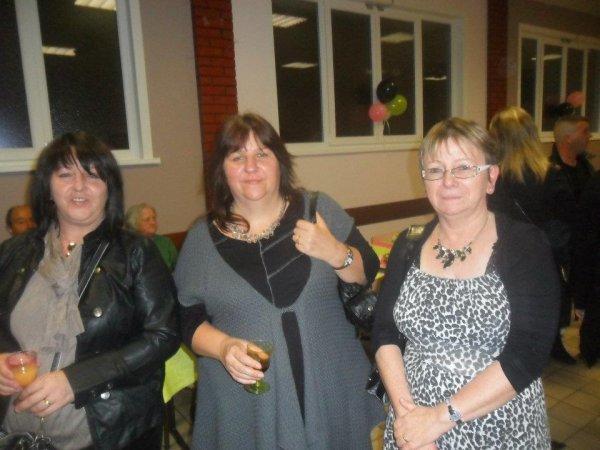 Moi, valérie et Laurence 2 tres bonnes amies que j adore