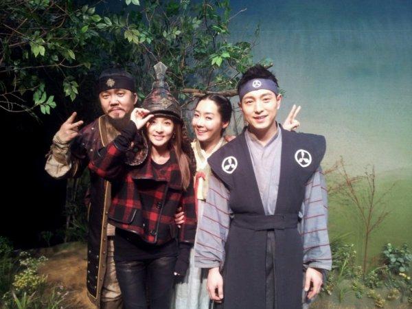 """Dara:""""J'aime allez me cultive ! Sa fait longtemps que je ne suis pas allez voir un theatre! !Jai aime cette piece de theatre!"""