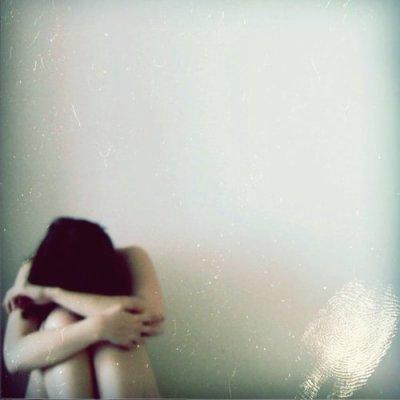 Ho toi , oui toi , mon amour , pourquoi est tu si complexe , pourquoi ne me crois tu pas , pourquoi ne puis je être avec toi ? La distance n'existe pas pour moi ! Pas pour mon coeur ! Pas pour mon âme ! Putain , comprend moi ! Comprend mes sentiments , ou au moins , prend les en compte ... je ne suis vraiment q'un objet pour toi ? Un coup d'un soir , sans plus ?! Avoue , putain avoue ce que tu ressent ! Tu me déteste ? Tu te fiche de moi ? Tu m'aime ? Ou tu m'aimais ? Ou je n'étais rien ? Mais je t'en supplie dit le moi ... Je désespère , je craque , je pleure , et je n'arrêterait pas ....