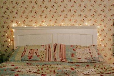 J'aimerait que l'on se retrouve de nouveau , toi & moi , dans ce lit , revivent les même fou rires , les même rêves , les même caresses , les même baisers ... Que la première fois ...