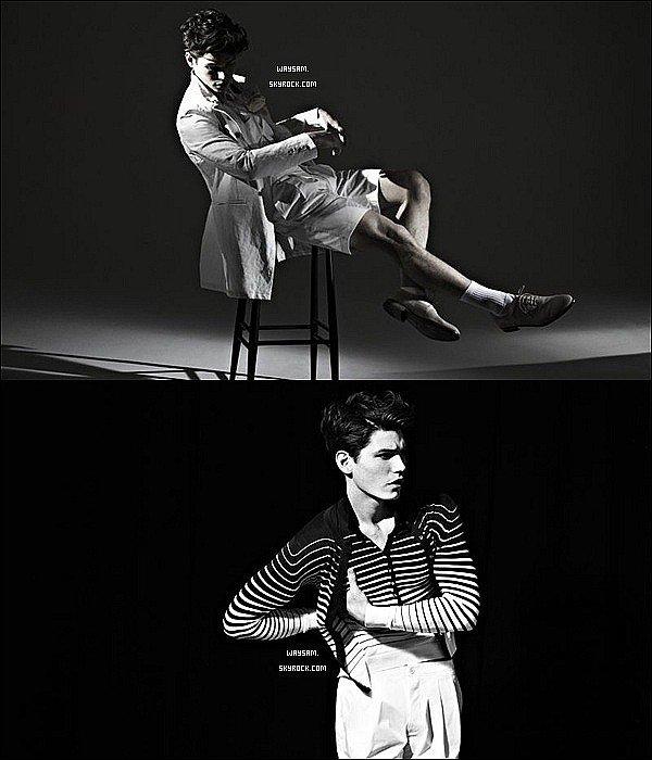 . Sam a récemment posé pour le magazine Fashionisto par Nicky Emmerson. .
