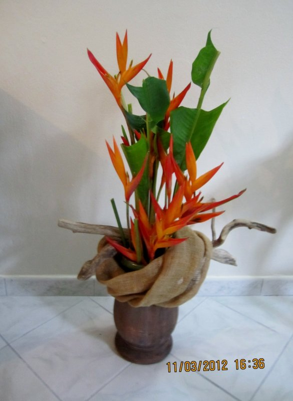 Bouquet d 39 accueil entour de toile de jute et du bois for Bouquet bois flotte