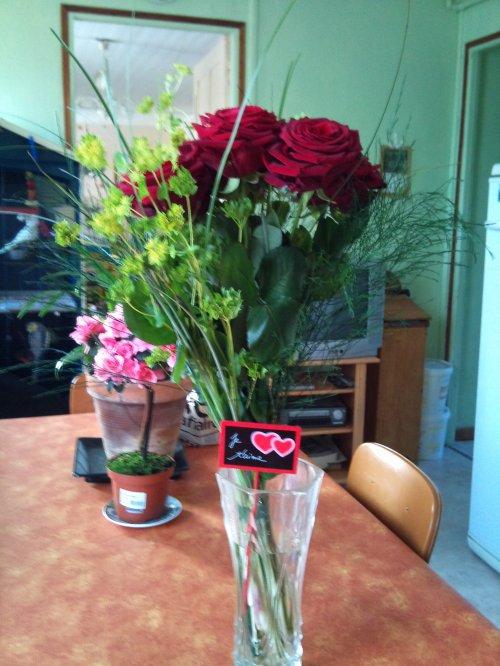 Trop beau bouquet de rose merci mon amour