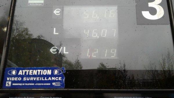 essence au lux 12,19 euros le litre vive l.état francais