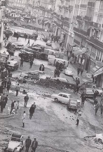 A ceux qui sont totalement effrayé, voici une photo que ce qui s'est passé en mai 68. Le smic a été augmenté de 35 % !!