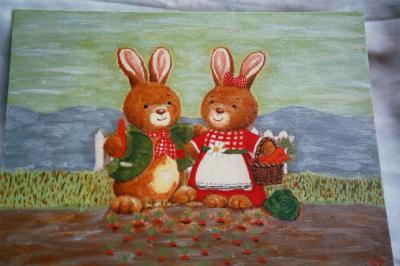 un carton toilé avec des petits lapins en collage de serviettes